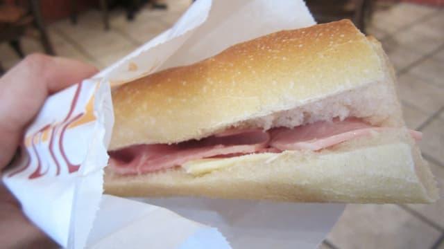 Pour plus de 9 sandwichs industriels sur 10, la mention de l'origine de la viande manque,