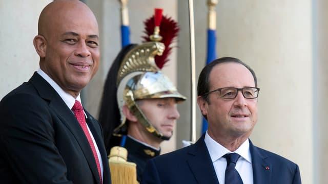 Le président haïtien Michel Martelly avec François Hollande sur le perron de l'Élysée le 31 octobre 2014.