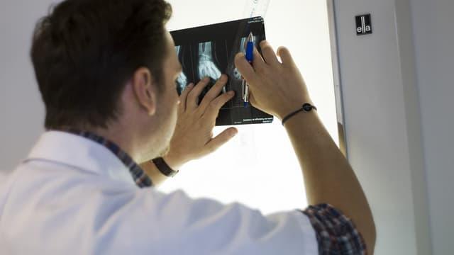 L'interdiction totale de publicité pour les médecins et dentistes français n'est pas conforme au droit européen, selon une décision du Conseil d'Etat.