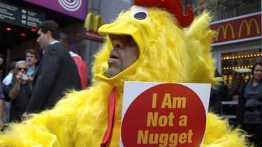 Manifestation en 2010 à New York contre le traitement infligé aux poulets vendus par McDo