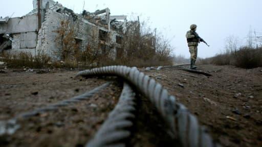 Un militaire ukrainien le7 novembre près Avdiivka sur la ligne de front avec les séparatistes pro-russes