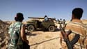 """Combattants insurgés sur la ligne de front près d'Al Kaoualich. Les insurgés libyens ont repris cette localité située au sud de Tripoli. La communauté internationale poursuit ses efforts pour parvenir à une solution politique au conflit en Libye et le """"gr"""