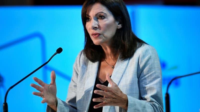 """Anne Hidalgo veut que les professeurs gagnent """"autour de 2300 euros en rentrant dans la vie active"""""""
