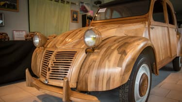Il aura fallu six ans à Michel Robillard pour bâtir sa Citroën 2Cv en bois.