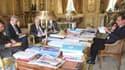Le président Hollande au téléphone avec Barack Obama, vendredi 30 août.
