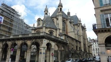 L'un des murs du temple situé au 1, rue de l'Oratoire dans le 1er arrondissement de Paris a été dégradé