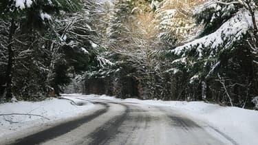 Une route verglacée.