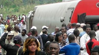 Les passagers quittent le site de l'accident le 21 octobre.