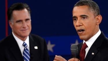 Mitt Romney (G) et Barack Obama lors du second débat avant l'élection présidentielle américaine
