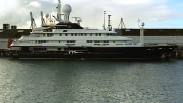Les marins superstitieux pensent que rebaptiser un navire porte malheur. Celui de Bernard Tapie s'appelait à l'origine Le Bodicéa.