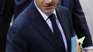 Nicolas Sarkozy gagne deux points à 32% de Français satisfaits de son action, selon un sondage OpinionWay pour Metro-Krief Group. /Phot oprise le 28 octobre 2010/REUTERS/François Lenoir