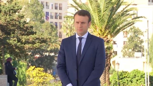 Emmanuel Macron à Alger, le 14 février 2017, au Mémorial du martyr.