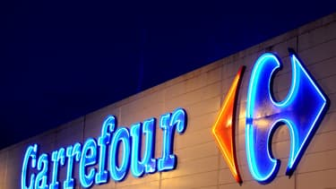 """Carrefour a été sollicité par le groupe d'alimentation canadien Couche-Tard pour un """"rapprochement""""."""