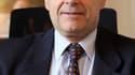 Pour Alain Juppé, qui effectue son retour au poste de ministre de la Défense, le nouveau gouvernement dévoilé dimanche n'est pas chiraquien mais équilibré. /Photo d'archives/REUTERS/Régis Duvignau
