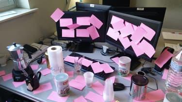 Le papier, quelle que soit sa forme, est présent sur tous les bureaux.