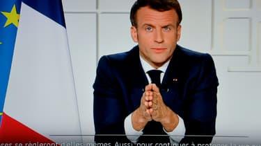 Emmanuel Macron à l'Elysée durant son allocution diffusée sur BFMTV, à Paris le 31 mars 2021
