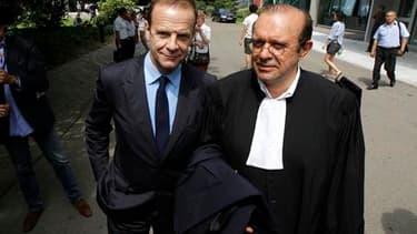 François-Marie Banier (à gauche) en compagnie de son avocat Me Hervé Temime. Selon les carnets intimes du photographe saisis par les enquêteurs, Liliane Bettencourt lui a dit en avril 2007 avoir donné de l'argent à Nicolas Sarkozy. /Photo prise le 1er jui