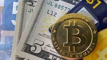 La valeur des bitcoin est passée de 1.200 dollars à 730 dollars en moins de dix jours.