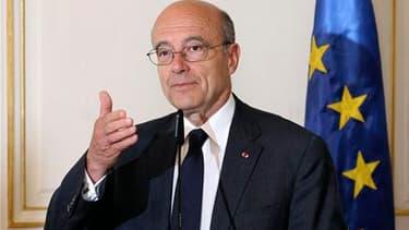 Le ministre des Affaires étrangères, Alain Juppé, a déclaré lundi que la mort d'Oussama ben Laden ne remettait pas en cause la présence militaire de la France en Afghanistan. /Photo prise le 2 mai 2011/REUTERS