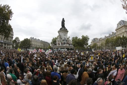 Plusieurs milliers de personnes réunies à Paris pour un rassemblement de soutien aux réfugiés, le 5 décembre 2015