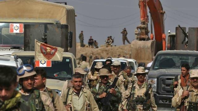 Des Peshmergas kurdes à 10 kilomètres au nord-est de Mossoul.