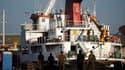 """Un des bateaux de la flotille humanitaire pour Gaza dans le port israélien d'Ashdod. Les autorités israéliennes ont décidé d'expulser """"immédiatement"""" tous les étrangers qui étaient présents à bord de la flottille humanitaire pour Gaza. /Photo prise le 1er"""