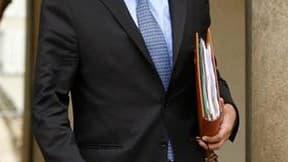 Hervé Morin, président du Nouveau Centre et ministre de la Défense, a confirmé l'intention de son parti d'être présent au premier tour de la présidentielle 2012, en rassemblant la famille centriste aujourd'hui éclatée. /Photo prise le 23 décembre 2009/REU