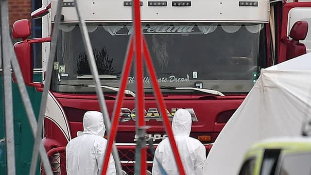 Le camion a été découvert à Grays, à l'est de Londres, le 23 octobre 2019. - BEN STANSALL / AFP