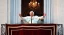 Benoît XVI a effectué jeudi une dernière apparition publique en tant que pape au balcon de la résidence pontificale de Castel Gandolfo, où il a déclaré à la foule rassemblée sous ses fenêtres qu'il entrait dans la dernière phase de sa vie. Sa renonciation