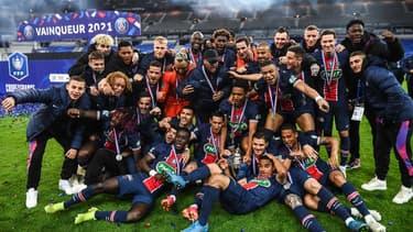Le PSG célèbre sa victoire contre Monaco, en finale de la Coupe de France.