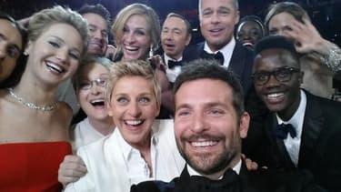 Jennifer Lawrence, Meryl Streep, Ellen DeGeneres, Bradley Cooper, Kevin Spacey, Brad Pitt...tout sourire pour un selfie