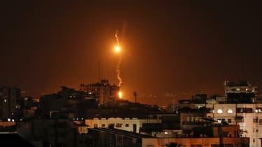 """Le mouvement islamiste palestinien Hamas a revendiqué ce lundi 12 novembre les tirs de """"dizaines de roquettes"""" vers Israël."""