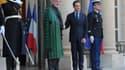 Le président afghan Hamid Karzaï accueilli vendredi à l'Elysée par Nicolas Sarkozy. Les missions de formation des militaires français en Afghanistan reprendront samedi, a annoncé le chef de l'Etat en confirmant que les forces combattantes françaises serai