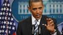 Barack Obama a prévenu vendredi que le temps venait à manquer pour la résolution de la question du relèvement du plafond de l'endettement des Etats-Unis. /Photo prise le 15 juillet 2011/REUTERS/Larry Downing