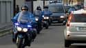 """Convoi de gendarmerie transportant le suspect dans l'enquête sur la disparition de Laetitia, 18 ans, en Loire-Atlantique. Le suspect a été mis en examen pour """"viol"""" et """"enlèvement suivi de la mort de la victime"""". Les recherches se poursuivent pour tenter"""