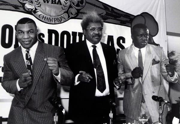 """Mike Tyson, Don King et James """"Buster"""" Douglas (de gauche à droite) avant le combat"""