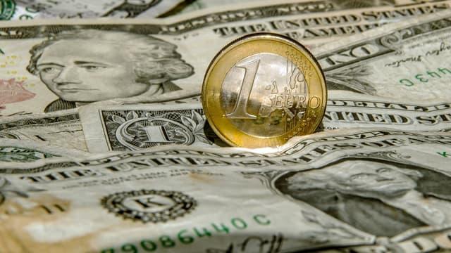 L'euro approche le seuil des 1,20 dollar