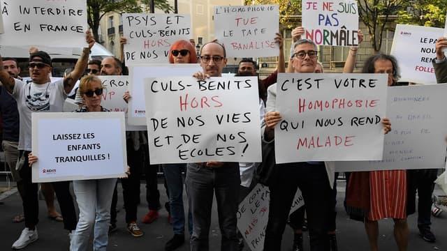Une manifestation contre les propos du pape à Paris