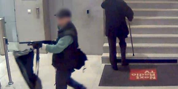 L'agression à BFMTV, filmée par une caméra de surveillance.