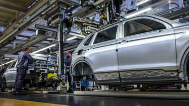 Selon IG Metall, passer à la semaine de travail de quatre jours limiterait les suppressions d'emploi, samedi, dans un contexte de récession économique due à la pandémie et face aux mutations à venir de l'industrie automobile allemande.