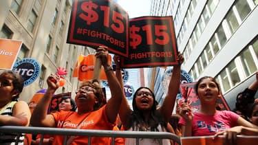 Dans l'Etat de New York, les salaires pourraient passer à 15 dollars de l'heure.