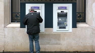 Les nouveaux services plébiscités par les usagers doivent avoir une fonction bancaire avant tout, avec une ouverture possible sur des services extra-bancaires, selon l'étude Opinion Way.