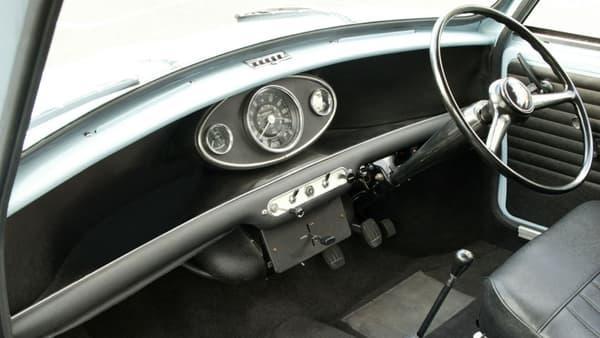 L'intérieur des premières versions de la Mini