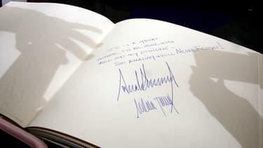 Le livre d'or du mémorial de Yad Vashem, signé par Donald Trump, le 23 mai.
