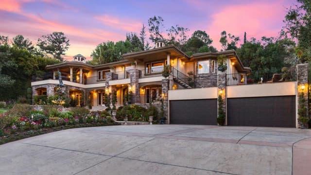 Cette maison est un décor extérieur.