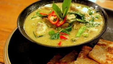 Est-ce que ce curry vert respecte les standards établis par le Comité du Délicieux Thaïlandais? Pour en avoir le coeur net, mieux vaut utiliser un robot.