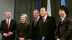 """Tony Blair, représentant du """"quartet"""" des médiateurs internationaux, en compagnie de la secrétaire d'Etat américaine Hillary Clinton, du ministre russe des Affaires étrangères Sergueï Lavrov, du secrétaire général de l'Onu Ban Ki-moon et de la représentan"""