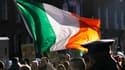 Manifestants devant les bureaux du gouvernement à Dublin. Le gouvernement irlandais a présenté mercredi le programme d'austérité budgétaire qui doit lui permettre de redresser ses finances et son secteur bancaire dans le cadre imposé par le plan de sauvet