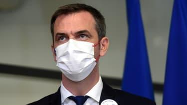 Olivier Véran entrevoit l'allègement des restrictions sanitaires si la situation épidémique continue de s'améliorer.