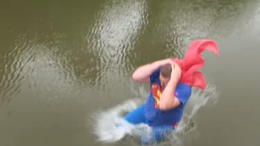 """Un défi """"à l'eau ou au resto"""", posté sur Youtube."""